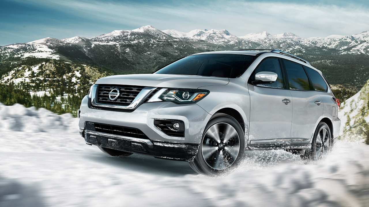 2017-nissan-pathfinder-side-view-silver
