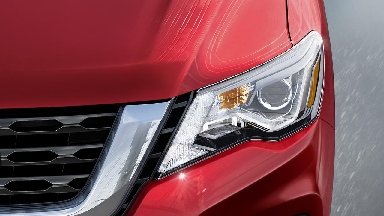 2017-nissan-pathfinder-led-headlights