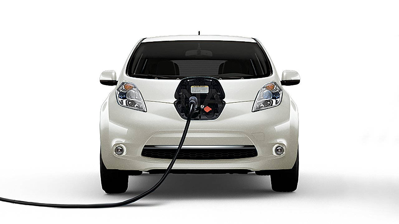 2017-nissan-leaf-electric-car-charging-01-large