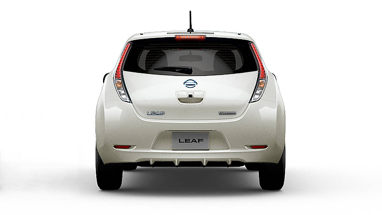 2017-nissan-leaf-electric-car-charging-02-large