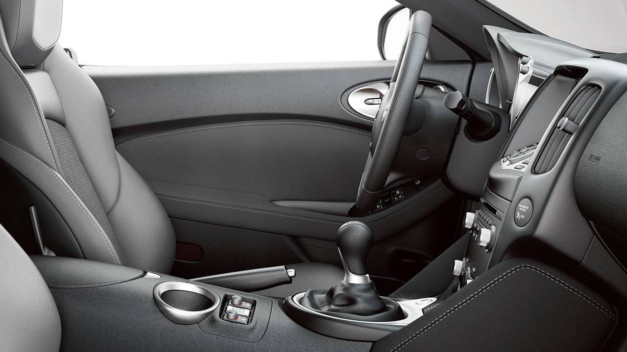 2018-nissan-370z-roadster-driver-cockpit-large