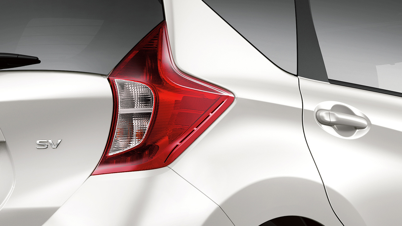2017-nissan-versa-note-tail-lamps-1