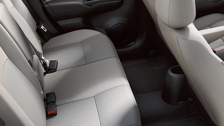 2017-nissan-versa-note-rear-seats-1