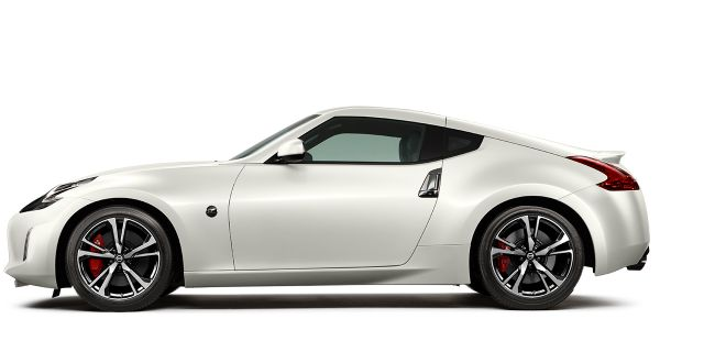 2018-nissan-370z-coupe-medium