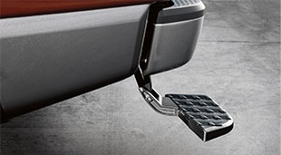 2017-nissan-titan-bumper-step-assist