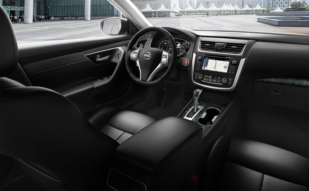 2017-altima-more-interior