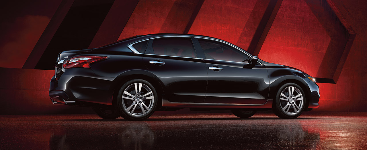 2017-nissan-altima-exterior-super-black-narrow