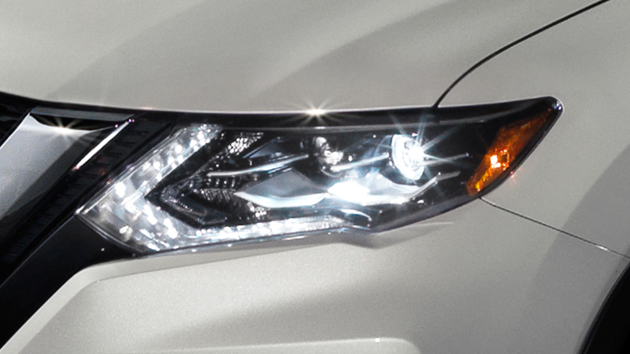 2017-nissan-rogue-led-headlights