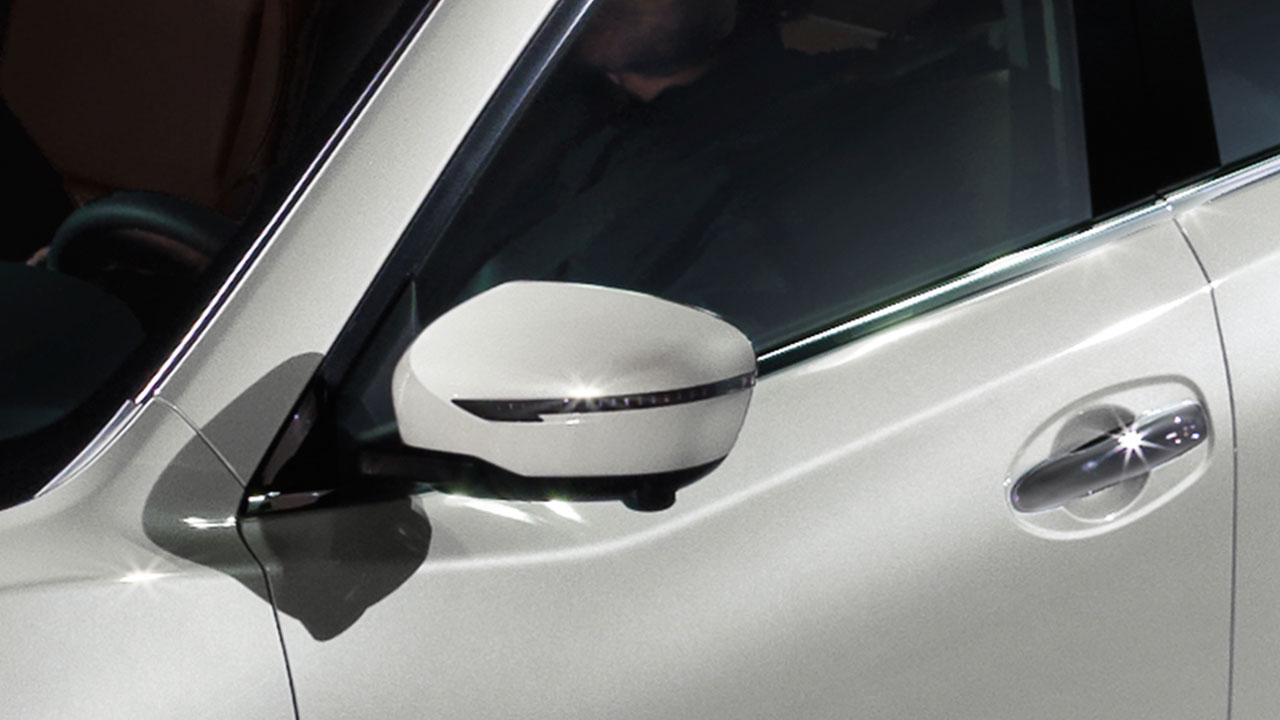 2017-nissan-rogue-power-heated-mirrors
